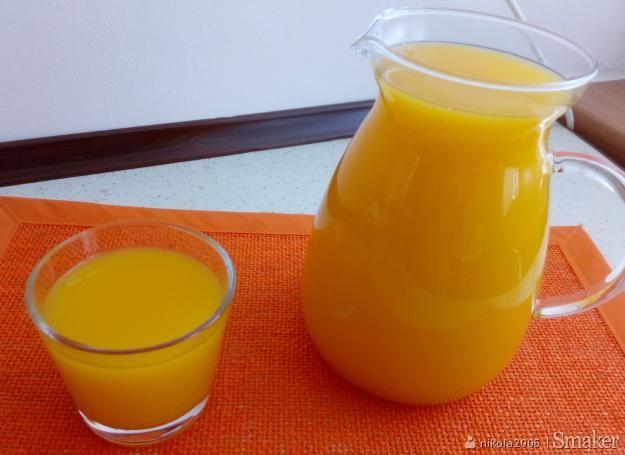Domowy sok marchwiowo-pomarańczowy