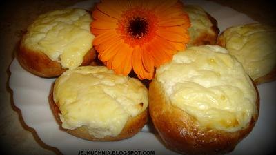 Bułeczki drożdżowe z serem na słodko