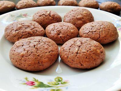 Popękane ciasteczka na maśle orzechowym
