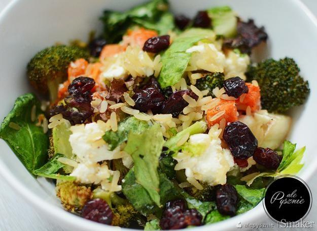 Salatka Z Brokulami Serem Feta Batatem I Brazowym Ryzem Przepis