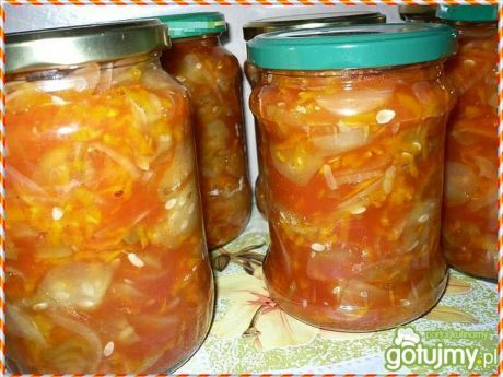 Przepis  sałatka ogórkowa w sosie pomidorowym przepis