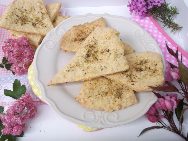 Przepis  trójkąty z serem żółtym i ziołami przepis