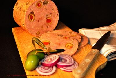 Szynka z oliwkami i kaparami (szynkowar)
