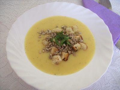 Zupa krem z białych warzyw z serkiem topionym