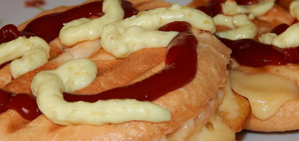 Tosty z serem wędzonym, salami i musztardą (autor: habibi ...
