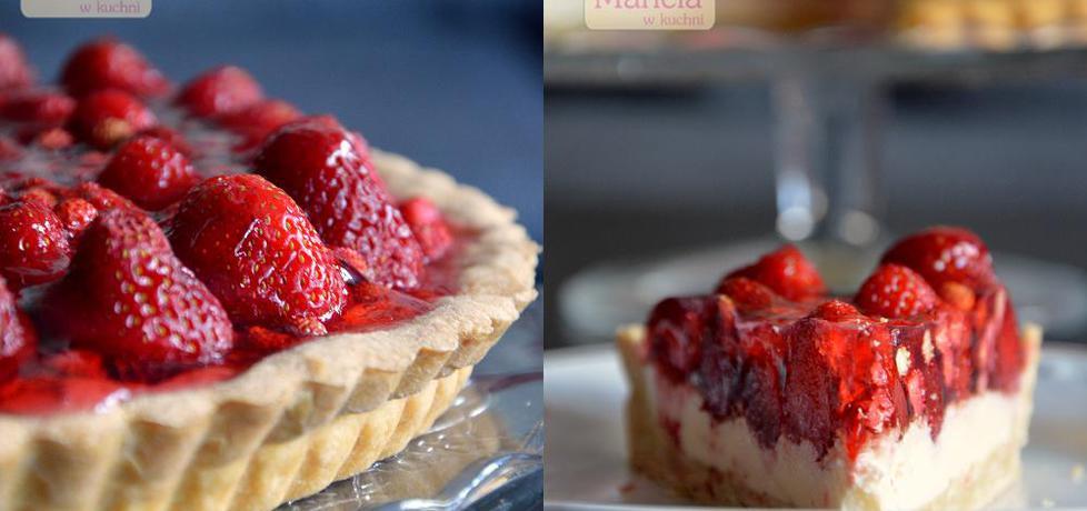 Tarta z kremem mascarpone i owocami (truskawki i poziomki) (autor ...