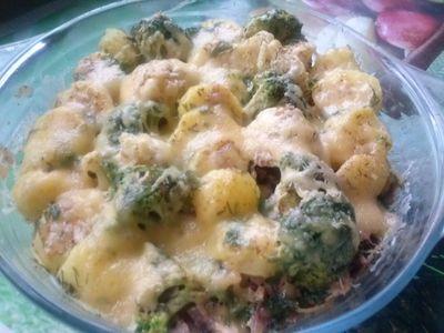 Zapiekanka ziemniaczana z brokułem i kalafiorem