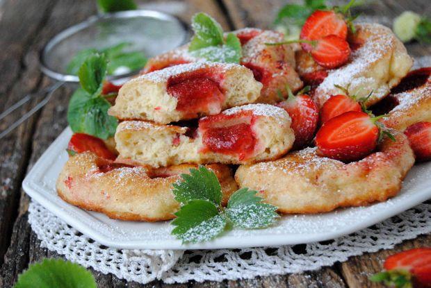 Przepis  drożdżowe racuchy z truskawkami przepis