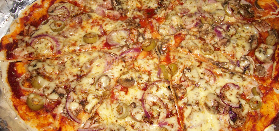 Pizza na cienkim cieście z szynką i pieczarkami (autor: adamzub3r ...