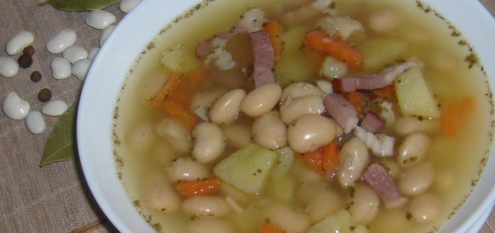 Zupa fasolowa na żeberkach z wędzonym boczkiem ...