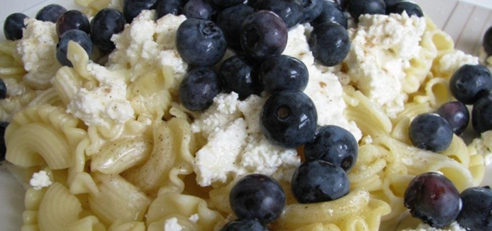 Makaron z białym serem i borówkami (autor: panimisiowa ...