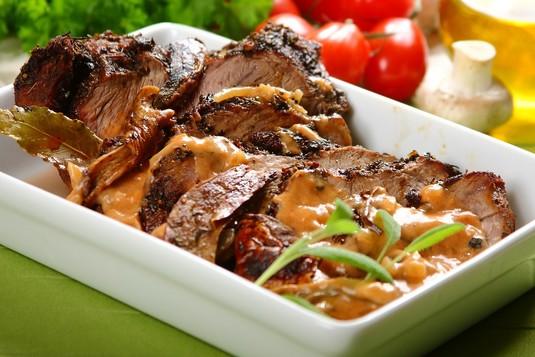 Duszona sztuka mięsa z grzybami