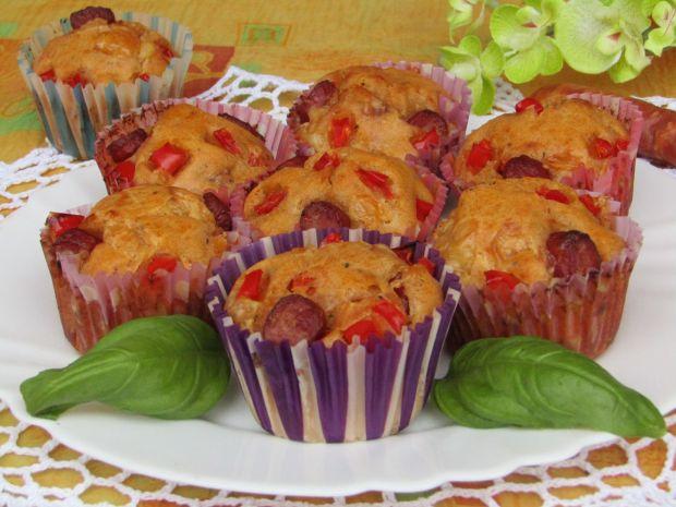 Przepis  muffinki z serem, papryką i kiełbaskami przepis