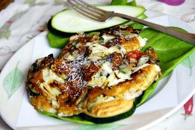 Ziołowy omlet z cukinią