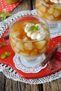 Jabłkowy kisiel z kaszą manną