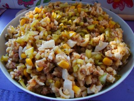 Przepis  literkowa salatka z tuńczykiem i jajkiem przepis
