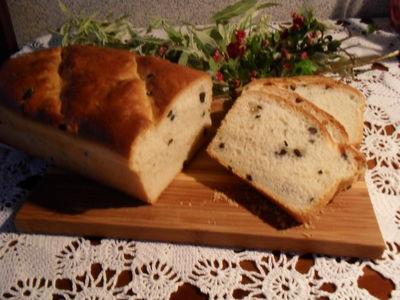 Chleb grecki z czarnymi oliwkami