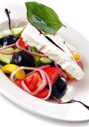 Sałatka grecka (grecja)  prosty przepis i składniki