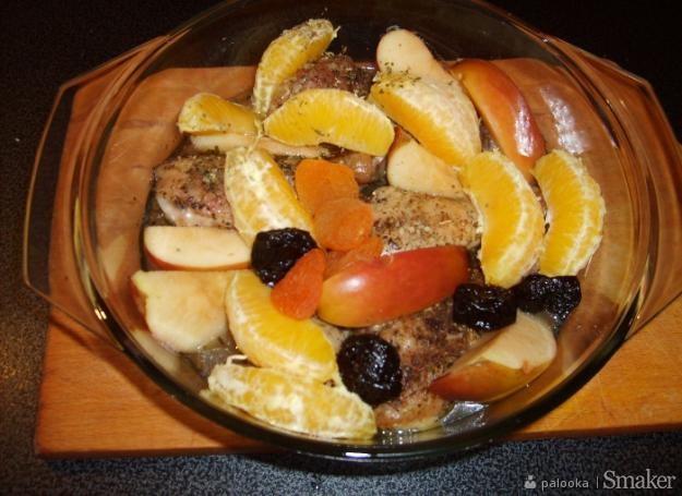 Udka kurczaka z owocami