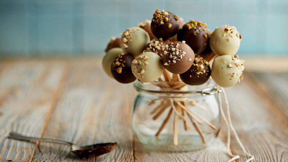 Trufle czekoladowo-malinowe na patyczkach