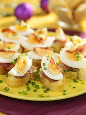 Grzanki z jajkiem i bekonem  prosty przepis i składniki