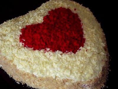 Tort w kształcie serca o smaku michałkowym
