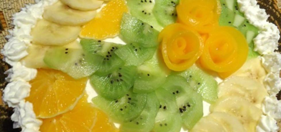 Tort śmietanowy z brzoskwiniami, ananasem, bananami i kiwi (autor ...