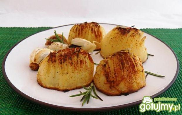 Przepis  ziemniaki z czosnkiem i rozmarynem przepis