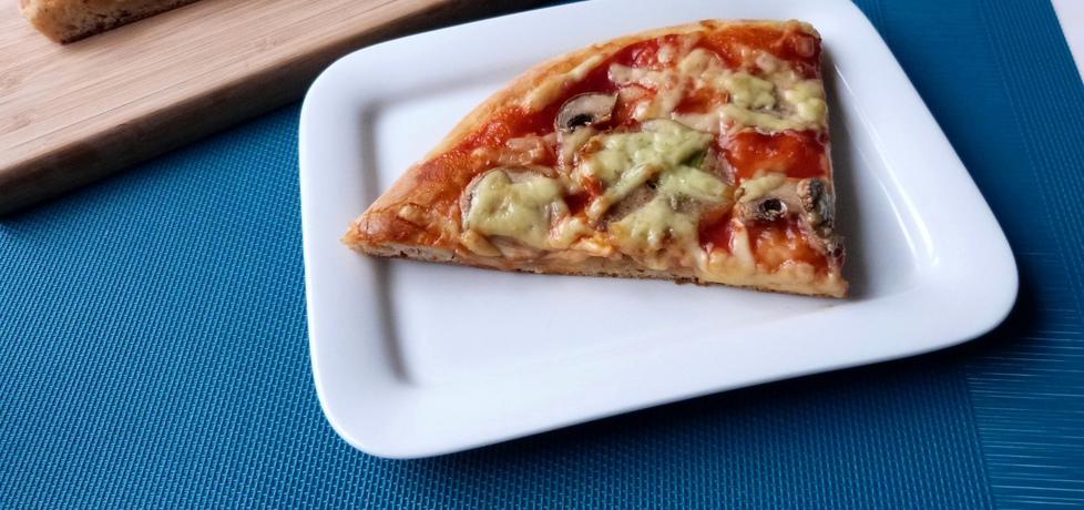 Pizza na wodzie mineralnej (autor: renatazet)