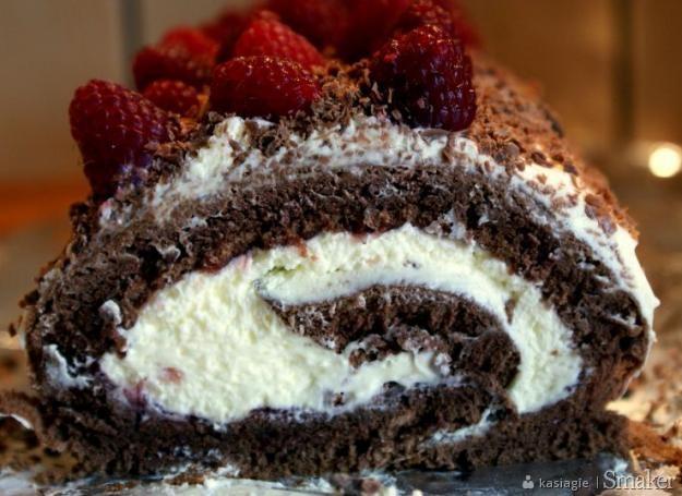 Rolada czekoladowo  malinowa
