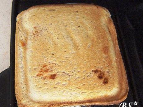 Przepis  tost z szynką i pomidorem przepis