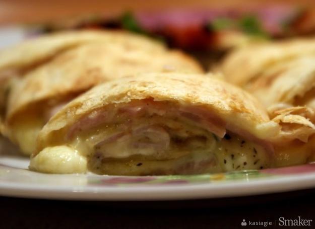 Rollsy z szynką i żółtym serem