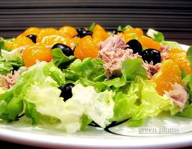 Sałatka z tuńczykiem i mandarynkami