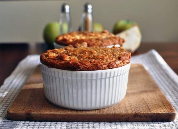 Selerowe ciasto z musem jabłkowym (jednoporcjowe)