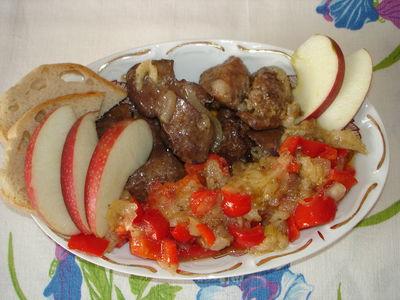 Wątróbka na słodko z jabłkiem i papryką