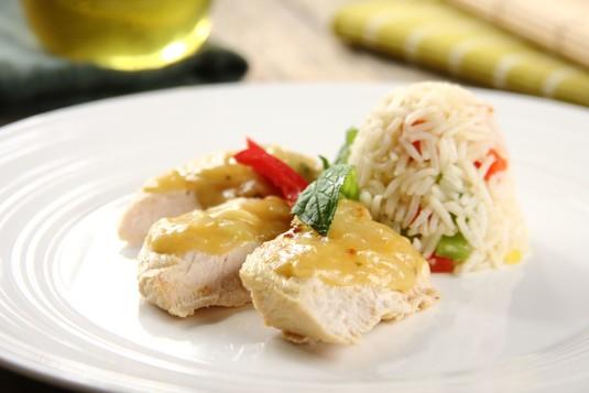 Soczysty kurczak z patelni w rozmarynowo-cytrynowym sosie ...