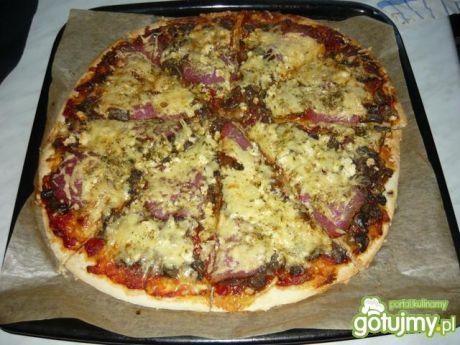 Przepis  pizza na chrupiącym spodzie przepis