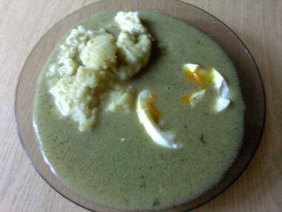 Szczawiowa z puree ziemniaczanym i jajkiem