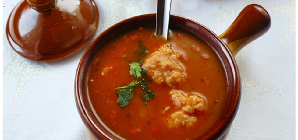 Rozgrzewająca zupa gulaszowa z pulpecikami (autor: ostra