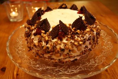 Orzechowy tort z kremem budyniowym