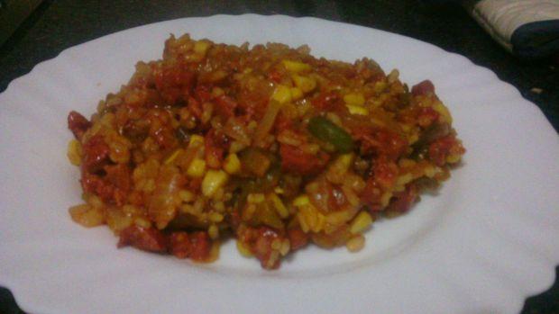 Przepis  ryż z chorizo i pikantnym sosem przepis