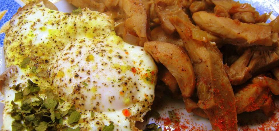 Lekko pomidorowe gołąbki (grzyby) z jajkiem sadzonym (autor ...