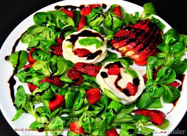 Sałatka truskawkowa z serem kozim i roszponką