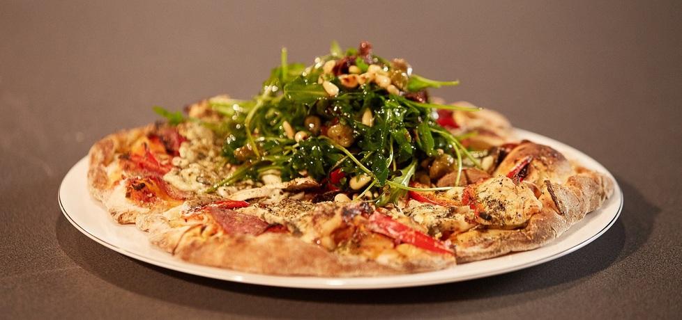 Mój przepis na…: pizza z pieczarkami, salami i serem pleśniowym ...