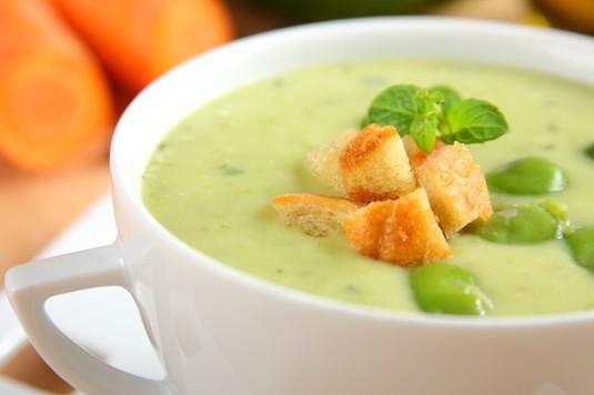 Zupa z zielonego bobu