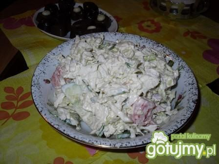 Przepis  sałatka z mozarelli i świeżych warzyw przepis