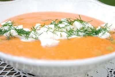 Pomidorowy krem z soczewicy z mozarellą