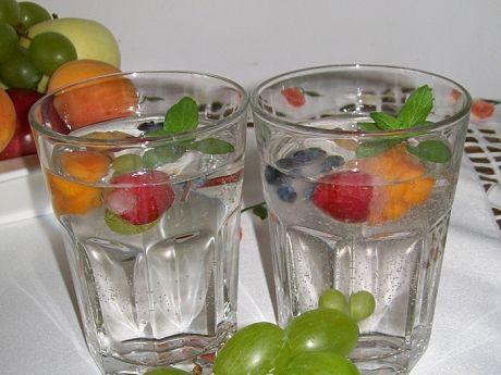 Przepis  napój owocowy z kolorowym lodem przepis