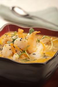 Zupa tajska z kurczakiem i krewetkami