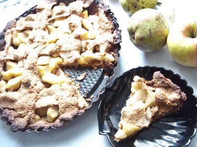 Pełnoziarnista tarta z karmelizowanymi jabłkami i gruszkami ...